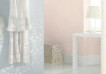 ljusblå och ljusrosa vägg_rum med sol